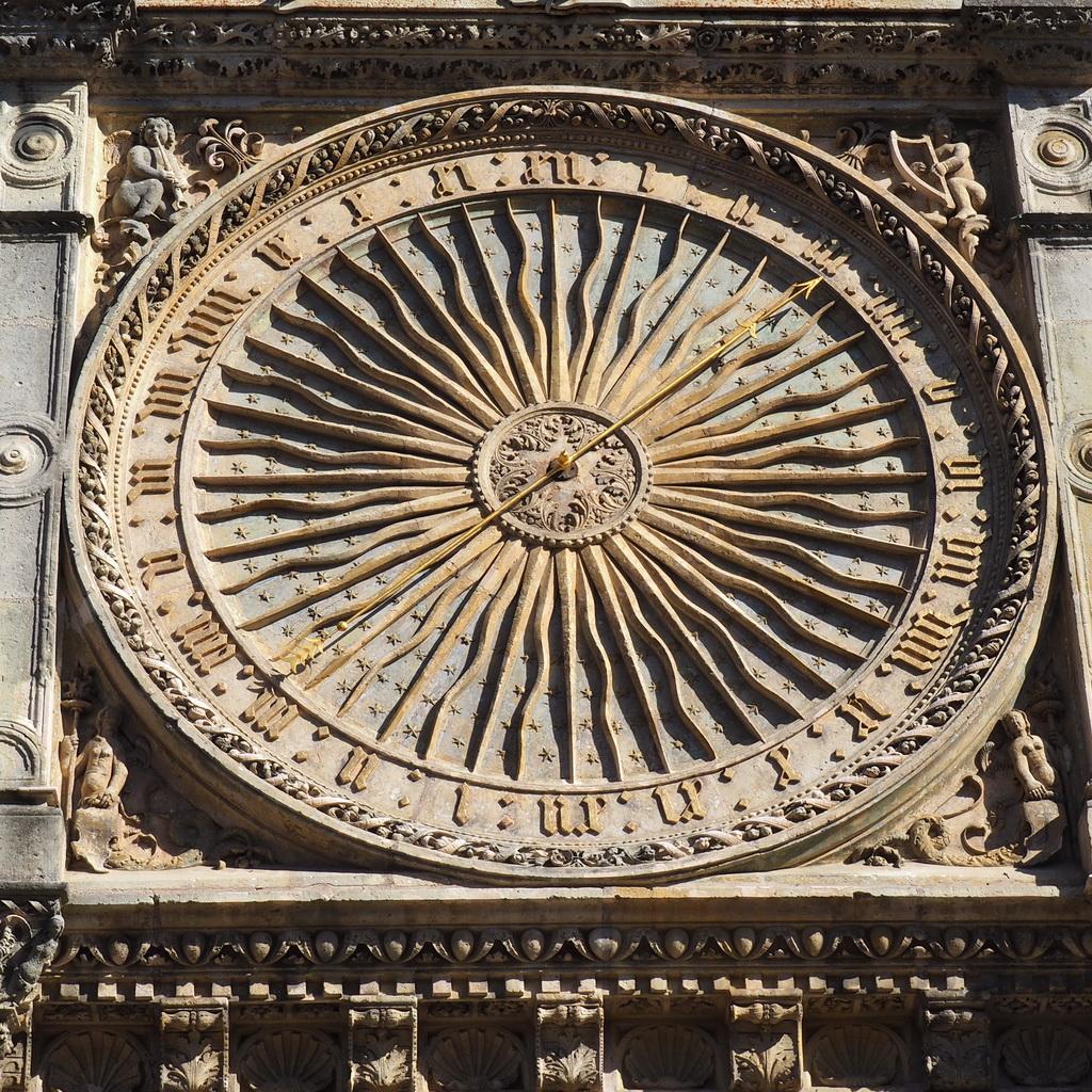 klok op de Notre-Dame de Chartres